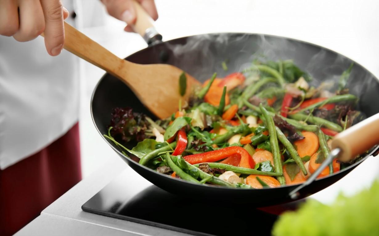 процесс тушения овощей